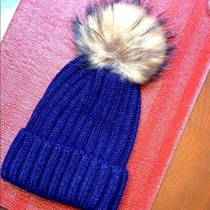 Gently used, NAVY WINTER HAT WITH POM💙